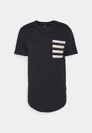 ONSVANE LIFE LONGY POCKET TEE - Print T-shirt - dark navy