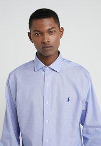 Polo Ralph Lauren - EASYCARE ICONS - Kauluspaita - light blue/white - 4