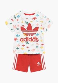 adidas Originals - SET - Pantalones - white/multicolour - 0