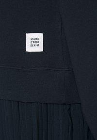 Marc O'Polo DENIM - LONGSLEEVE HOODED PLISSÉE SKIRT - Maxi dress - scandinavian blue - 2