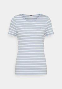 Tommy Hilfiger - SKINNY OPEN - Print T-shirt - breezy blue - 1