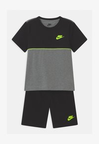 Nike Sportswear - COLOR BLOCKED SET  - Camiseta estampada - black - 0