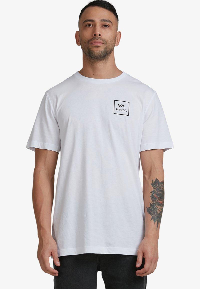 RVCA - ALL THE WAYS - Print T-shirt - white
