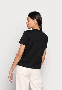 Calvin Klein Jeans - SHRUNKEN INSTITUTIONAL TEE - Print T-shirt - black - 2