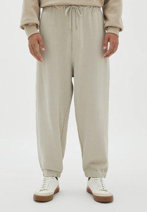 MIT ELASTISCHEM - Tracksuit bottoms - mottled beige