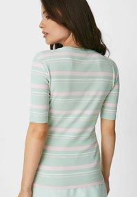 C&A - ARCHIVE - Print T-shirt - green rose - 2
