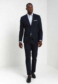 OLYMP - OLYMP LEVEL 5 BODY FIT  - Camicia elegante - light blue - 1