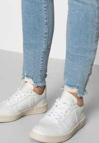 Mavi - ADRIANA - Jeans Skinny Fit - lt destroyed denim - 3