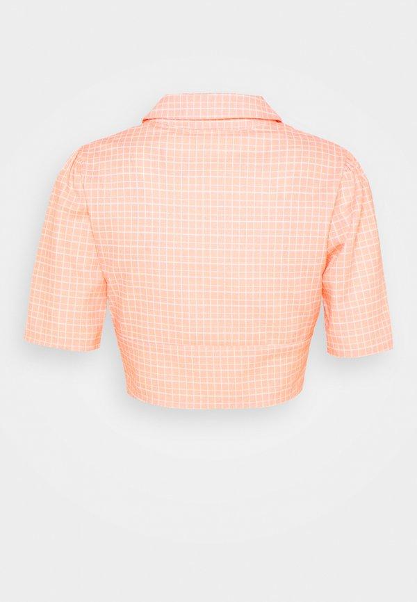 Glamorous SEERSUCKER CROP TOP WITH COLLAR AND SLEEVES - T-shirt z nadrukiem - peach grid/pomarańczowy IGXO