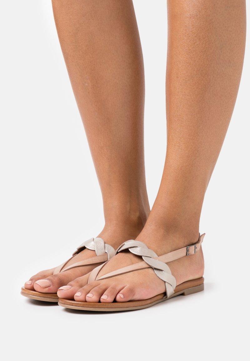 Anna Field - LEATHER - Sandály s odděleným palcem - beige