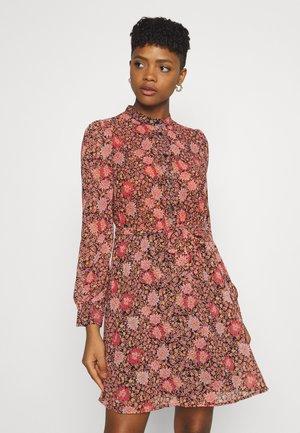 VIREGITZE SHORT DRESS - Robe chemise - old rose
