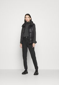 ONLY - ONLTRIXIE BELTED PUFFER WAISTCOAT  - Liivi - black - 1