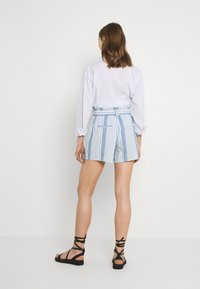 Vero Moda - VMAKELA CHAMBRAY PAPERBAG  - Shorts - light blue denim/white - 2