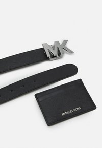 Michael Kors - CARD CASE BELT BOX SET - Pásek - black - 2