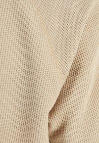 Bershka - MIT WAFFELGEWEBE - Basic T-shirt - beige - 4