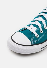 Converse - CHUCK TAYLOR ALL STAR SEASONAL COLOR UNISEX - Sneakers basse - bright spruce - 5
