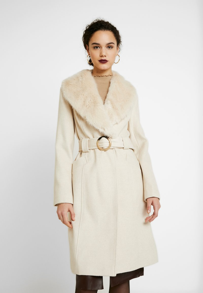 Miss Selfridge - COLLAR BELTED COAT - Kåpe / frakk - cream
