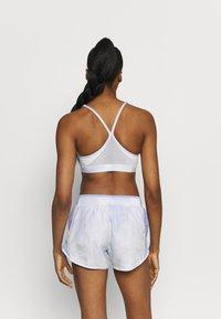 Nike Performance - INDY SKY BRA - Sports-BH'er med let støtte - light thistle/white - 2