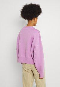 Nike Sportswear - CREW TREND - Sweatshirt - violet shock/white - 2