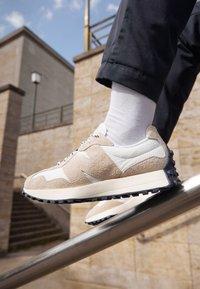 New Balance - 327 UNISEX - Sneaker low - grey - 2