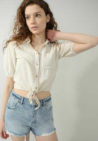 Pimkie - MIT BINDUNG - Button-down blouse - beige - 2