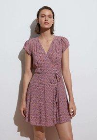 OYSHO - SHORT-SLEEVED  - Day dress - multi-coloured - 0