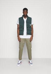 Nike Sportswear - TEE - Print T-shirt - spruce aura - 1
