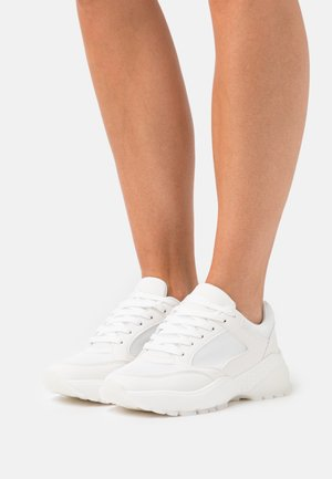 WIDE FIT CANBERRA - Trainers - white