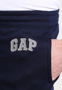 GAP - MODERN LOGO - Teplákové kalhoty - tapestry navy - 3