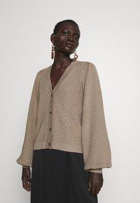 Bruuns Bazaar - ANEMONE MIRE CARDIGAN - Cardigan - roasted grey - 2