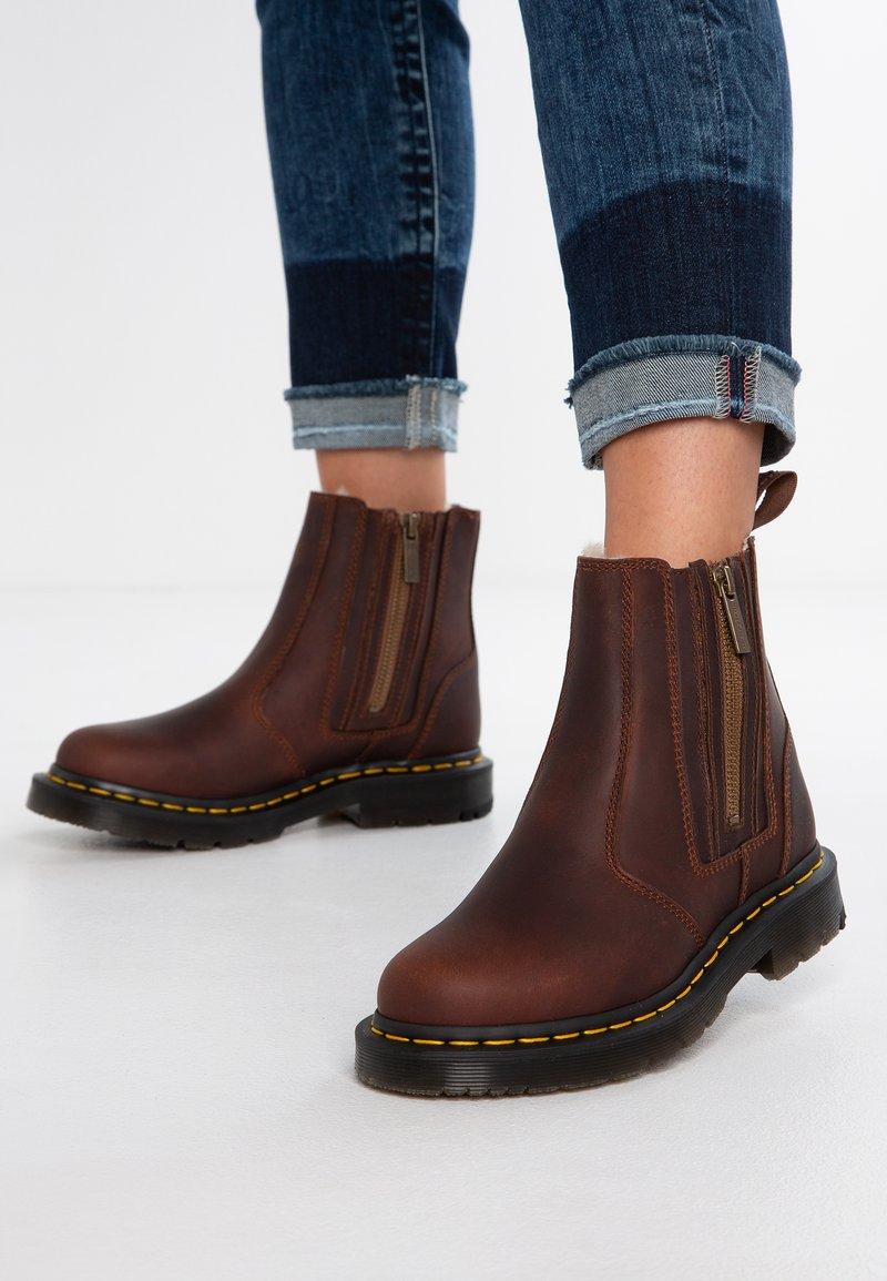Dr. Martens - 2976 ALYSON ZIPS SNOWPLOW - Classic ankle boots - dark brown