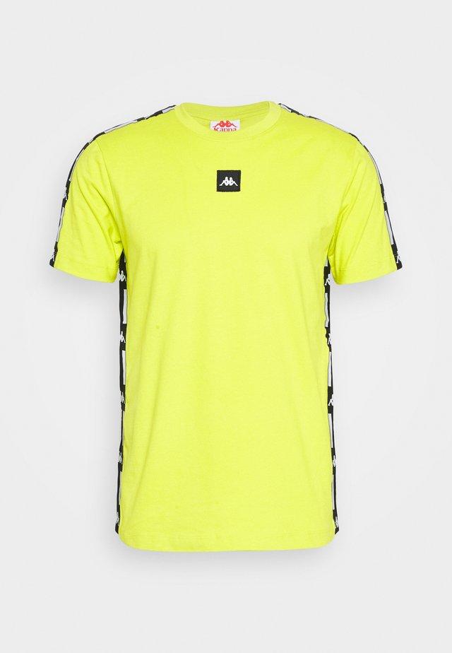 HENNY - Print T-shirt - lime punch