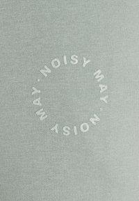 Noisy May Petite - Tracksuit bottoms - slate gray - 2