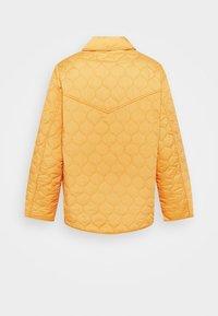 Carin Wester - INDOOR QUILTED - Lett jakke - orange - 7