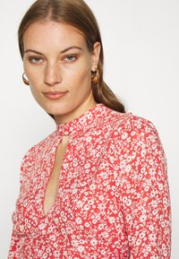 Abercrombie & Fitch - TIE BACK BLOUSE  - Blůza - red/white - 3