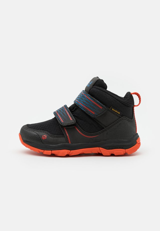 MTN ATTACK 3 TEXAPORE MID UNISEX - Hiking shoes - black/orange