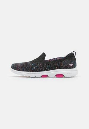 GO WALK 5 MIRAGE - Zapatillas para caminar - black/multicolor