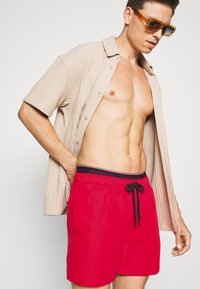 Tommy Hilfiger - LOGOLINE MEDIUM DRAWSTRING - Swimming shorts - red - 2