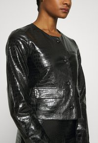 Who What Wear - VEGAN CROC COLLARLESS JACKET - Faux leather jacket - black - 5