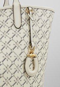 Lauren Ralph Lauren - COATED COLLINS - Bolso shopping - vanilla heritage - 6