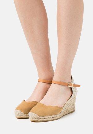 LAURA - Platform sandals - hellbeige