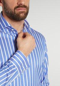Eterna - MODERN - Formal shirt - hellblau/weiß - 2