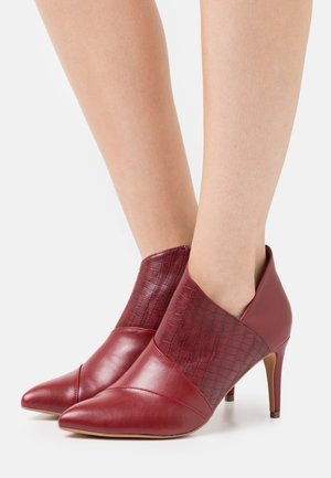 WIDE FIT WILLOUGHBY - Ankle boot - mulberry
