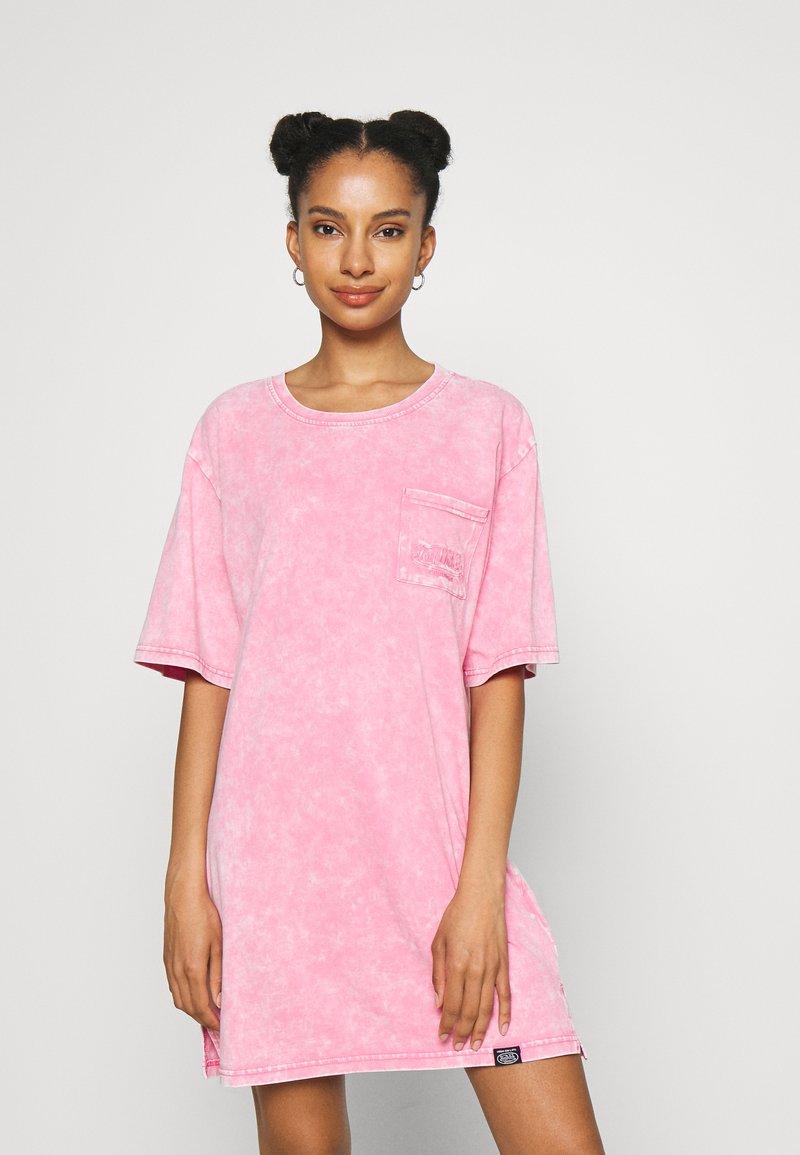 Von Dutch - KENDALL - Jersey dress - pink