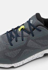 Columbia - VITESSE OUTDRY - Hiking shoes - graphite/cobalt blue - 5