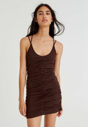 MIT RAFFUNGEN - Shift dress - mottled brown