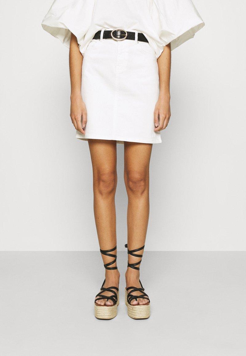 Selected Femme - SLFKENNA SKIRT - Mini skirt - white denim