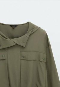 Massimo Dutti - MIT TASCHEN UND KAPUZE - Summer jacket - khaki - 2