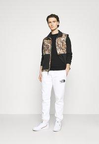 The North Face - RAGLAN REDBOX CREW NEW  - Sweatshirt - black/white - 1