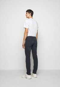 J.LINDEBERG - JAY SMOKE - Jeans slim fit - dark blue - 2